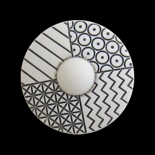www.knopfparadies.de - 6006ws - Gemusterte Kunststoffknöpfe in schwarz-weiß