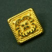 Nostalgischer viereckiger goldfarb. Metall Knopf