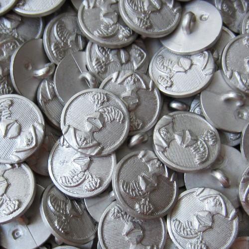Silberfarbener, leichter Ritterknopf