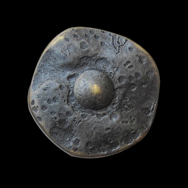 Alt wirkender großer Metall Knopf wie aus Mittelalter