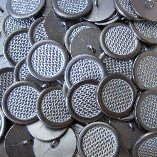 Knopfparadies - Dunkelsilber-weiß gemusterte Metallknöpfe Flechtoptik