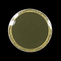 Glänzend olivgrüner Ösenknopf mit altgoldfb. Einfassun