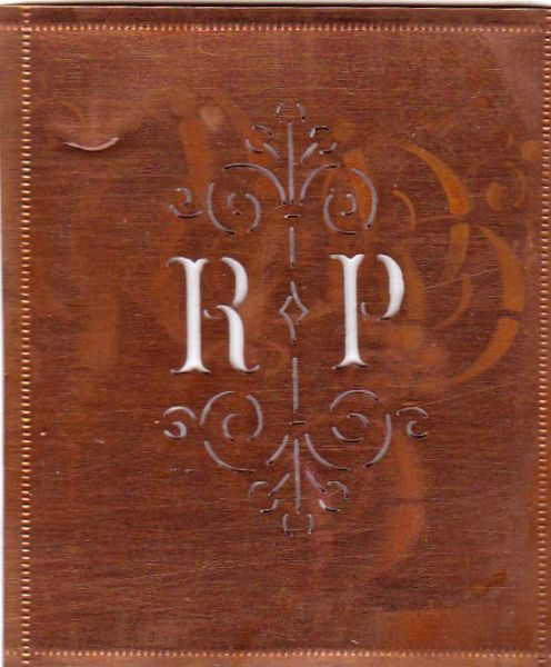 www.knopfparadies.de - RP-sch-022 - Sehr niedliche, uralte Stickschablone mit den Initialen RP