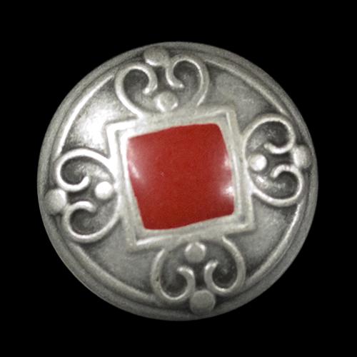 Metall Ösen Knopf in Altsilber mit rotem Viereck und Zierbögen