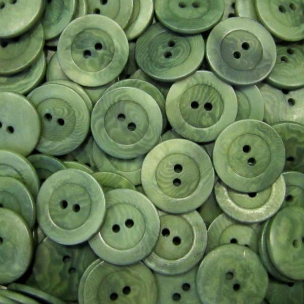 Schlichte, grün gefärbte Steinnussknöpfe
