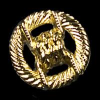 Goldfarbener Metallknopf mit Durchbruchmuster