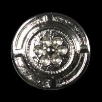 Silberfarbener Metallknopf mit Blütenmotiv