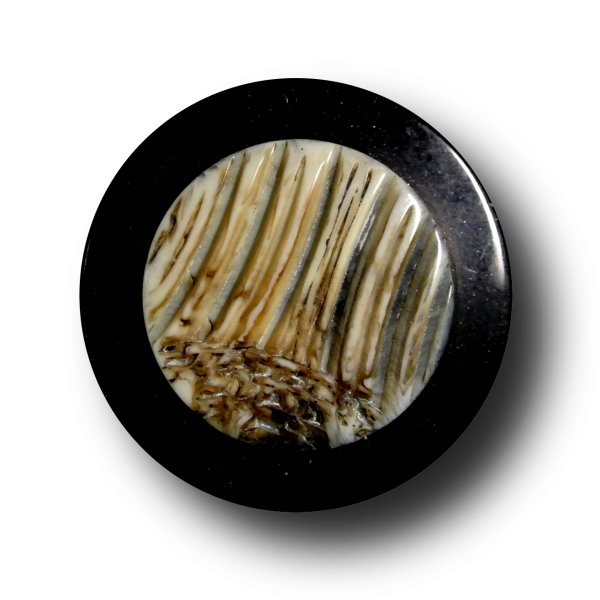 Edler schwarzer Knopf mit Applikation in Horn Optik