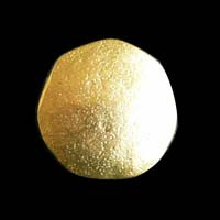 Goldfarbene sehr alt wirkende Metallknöpfe
